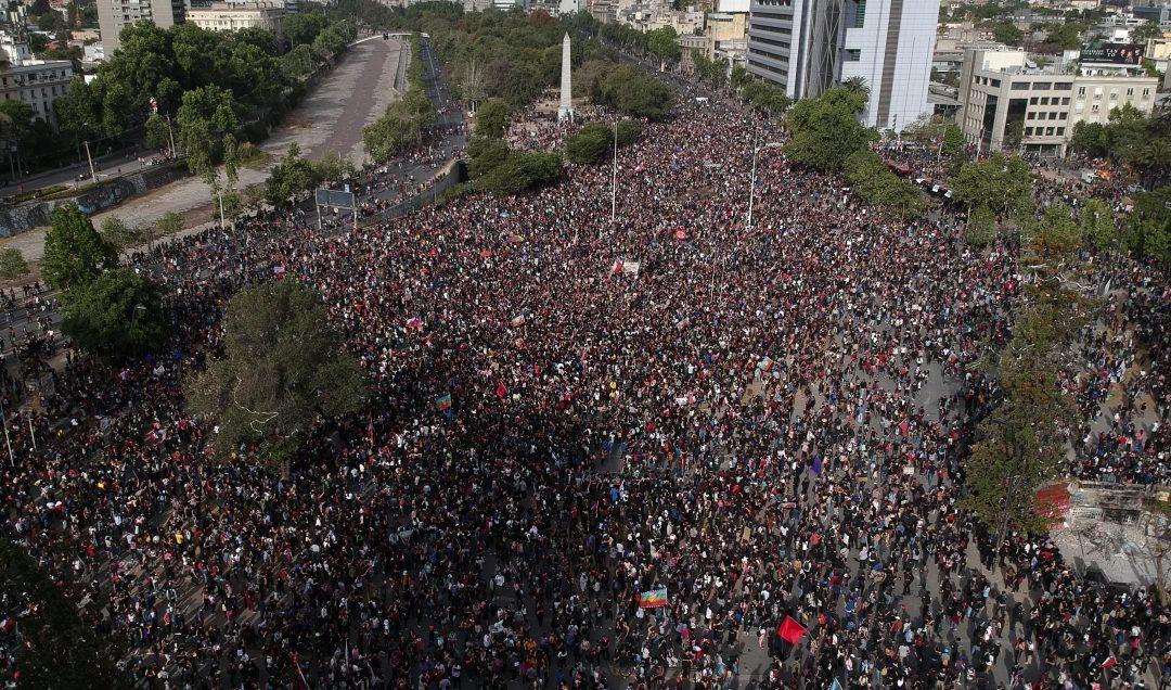 Encuesta: Cuatro de cada cinco chilenos están optimistas ante la movilización social