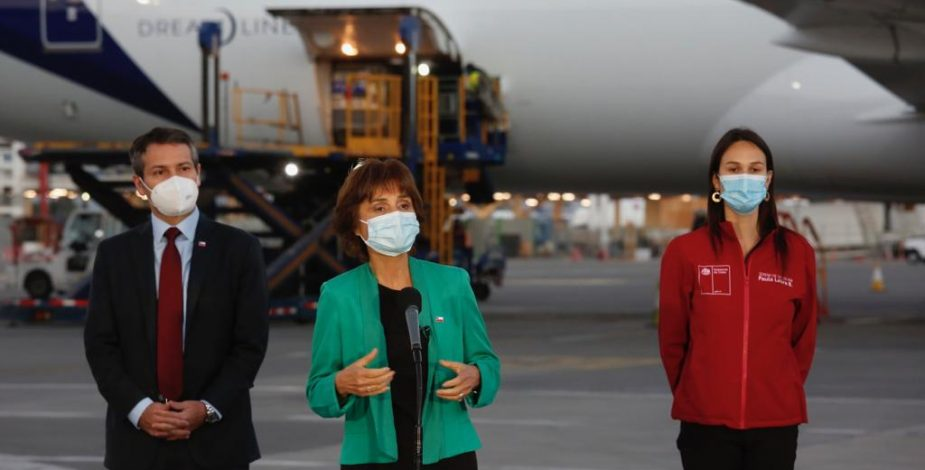 Autoridades recibieron este miércoles el cargamento más grande de vacunas Pfizer contra el Covid-19
