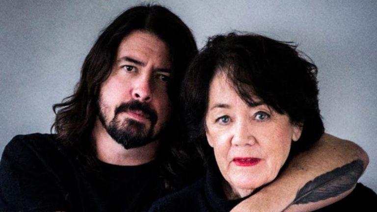 Dave Grohl estrenará serie que entrevista a las mamás de famosos músicos